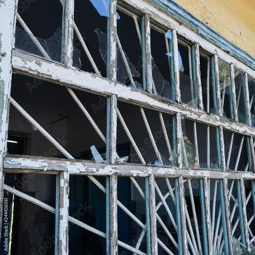 Spoed Foto op Canvas Trappen Windows with the broken glasses