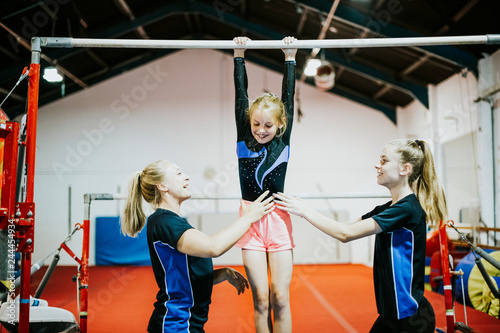 Spoed Fotobehang Gymnastiek Young gymnast on a horizontal bar