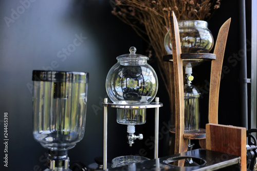 Fotografía Glassware coffee lab tube equipment in coffee shop, cold brew coffee cafe concept