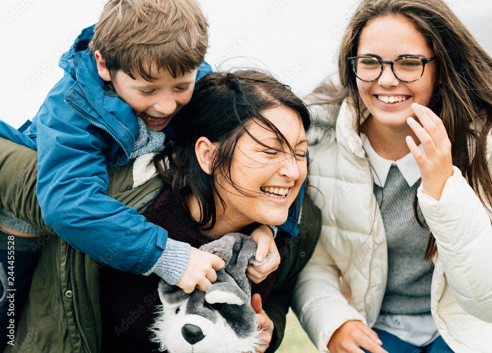 Fototapety, obrazy: Happy family spending time together