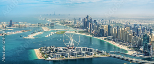 Fotografía Panoramic aerial view of Dubai Marina skyline with Dubai Eye ferris wheel, Unite