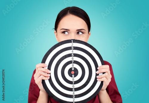 Cuadros en Lienzo Beautiful businesswoman portrait holding round target of darts