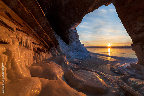 Poster Mer coucher du soleil View from the grotto at sunrise in winter on lake Baikal