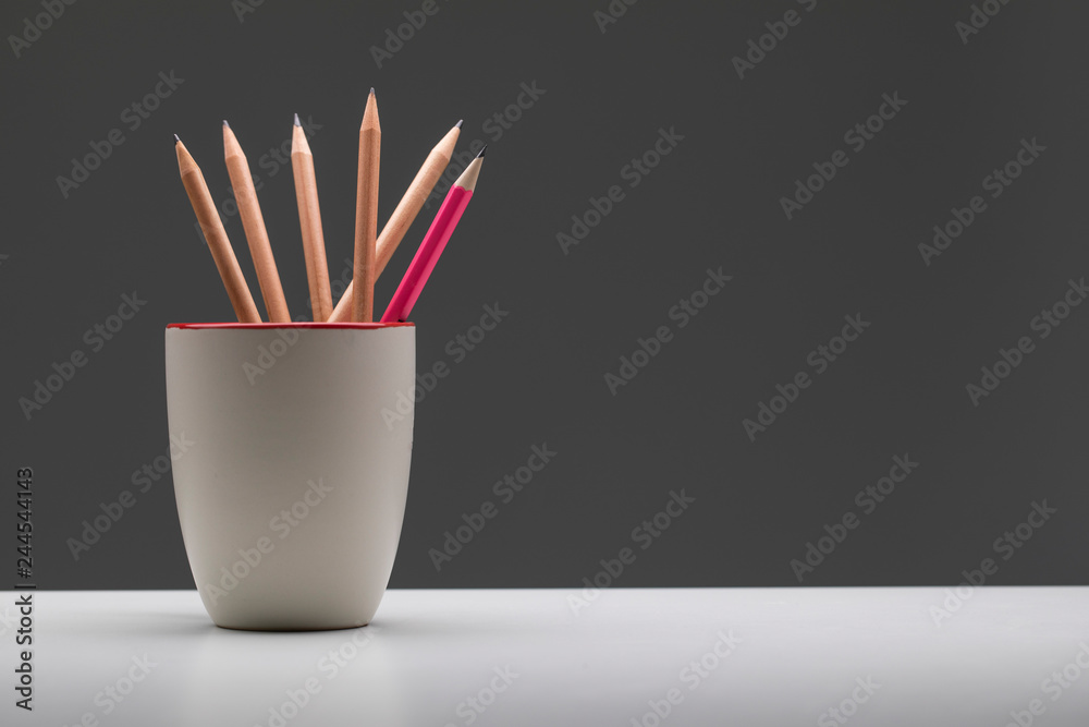 Fototapety, obrazy: Pink pencil in cup standout from wooden pencil