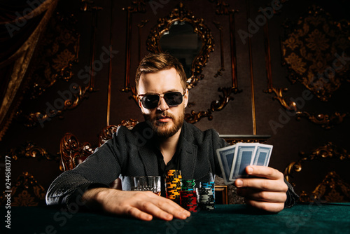 Foto  wealthy gambler man