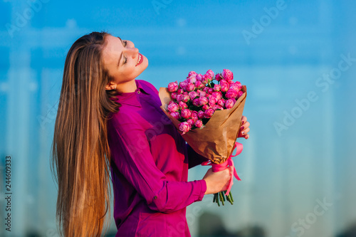 Fotografie, Obraz  Beautiful girl with bunch of bush roses in craft paper