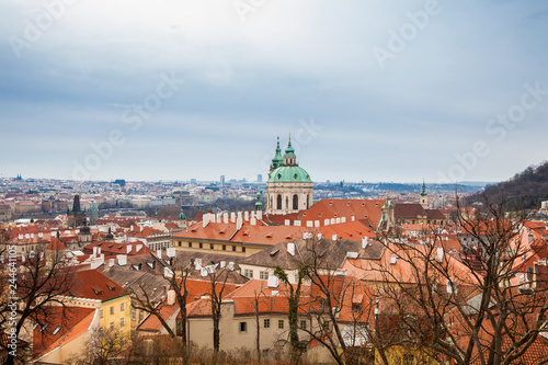 Photo  The beautiful Prague city old town seen form the Prague Castle viewpoint in an e