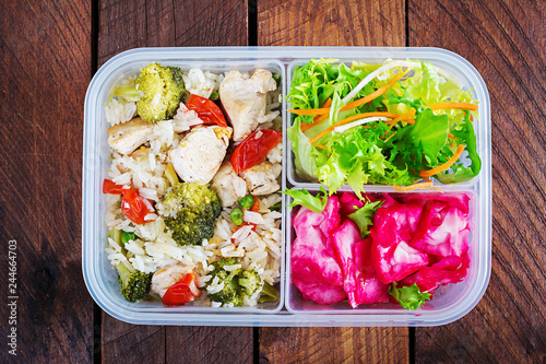 Staande foto Assortiment Lunch box chicken, broccoli, green peas, tomato with rice and red cabbage. Healthy fitness food. Take away. Lunchbox. Top view
