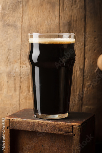 Tuinposter Bier / Cider Pint of stout near a barrel