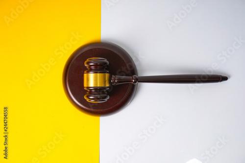 Gavel hammer with yellow background Fototapet