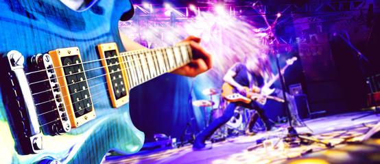 Actuación musical en el escenario. Recreación y espectáculo musical. Música en vivo y fondo de conciertos. Guitarrista y bateria y cantante. Entretenimiento nocturno y festivales.