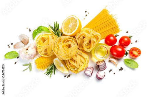 Fotografia Italian cuisine concept - raw pasta and ingredients