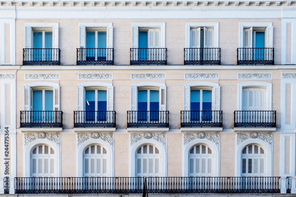 Fototapeta decorated and classical facade in Madrid city