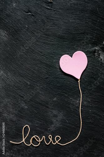 Photo  Love et coeur rose, fond ardoise