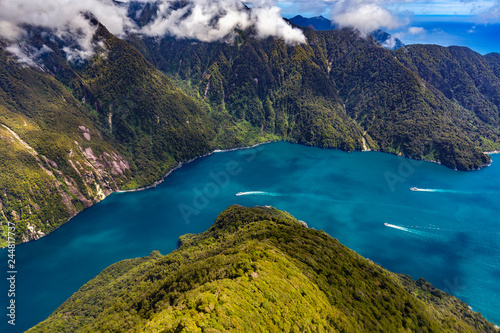 Montage in der Fensternische Neuseeland New Zealand. Milford Sound (Piopiotahi) from above - the Sound's mouth on the right side