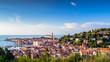 Piran – Pirano / Slowenien / Istrien. Blick auf die Altstadt und das Adriatische Meer