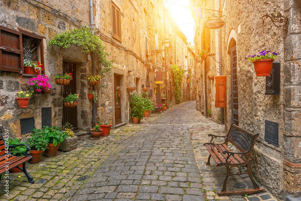 Fototapety, obrazy: Piękna aleja w miasteczku Bolsena, Włochy