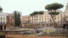 Largo Di Torre Argentina, In R...