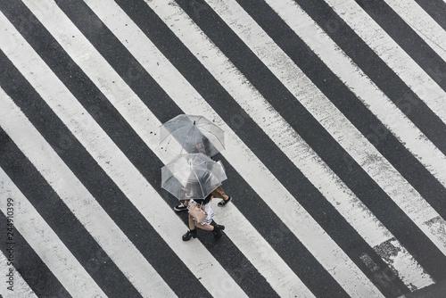Foto Tokyo Crosswalk Scene on the Rainy Day from above