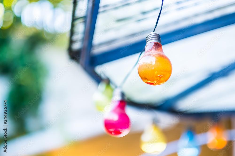 Fototapety, obrazy: Ampoule de couleur sur une guirlande guinguette