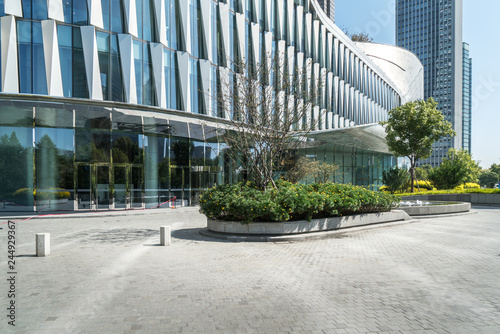 Fotomural  Panoramic skyline and buildings with empty concrete square floor,Qianjiang New T