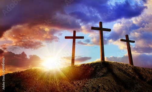 Fotografia Crucifixion Of Jesus Christ At Sunrise - Three Crosses On Hill