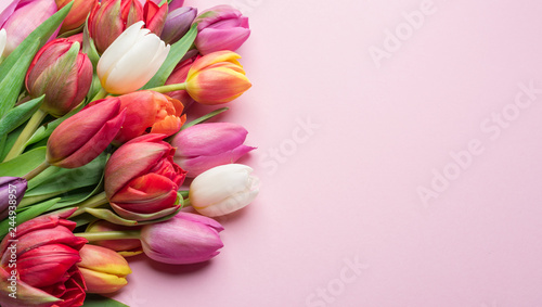 Photo  Colorful bouquet of tulips on white background.