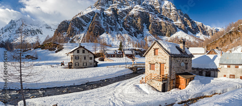 Foto op Canvas Bleke violet Panoramic view of the sunny snow-covered landscape of the village of Crampiolo, above the Alpe Devero in Piedmont, Italy.
