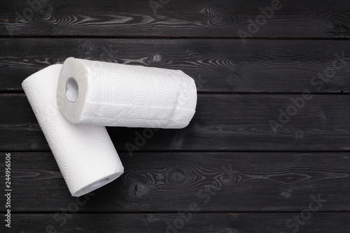 Fotografía  Roll of paper towel on wooden background