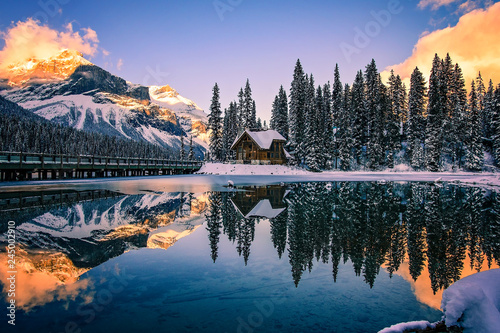 Obraz na plátne Emerald Lake Lodge at Sunset, British Columbia, Canada