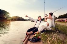 Brautpaar Glücklich Am Wasser, Gemeinsames Hobby Angeln