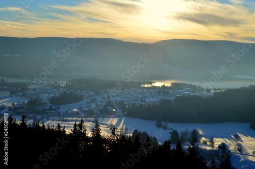 Foto op Plexiglas Historisch geb. Schluchsee an einem Winterabend
