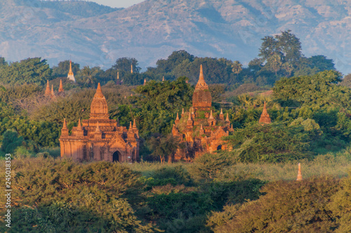 Photo  Skyline of temples in Bagan, Myanmar
