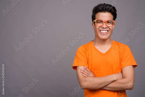 Fotografía  Portrait of young Asian man against gray background