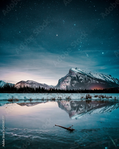 Foto auf AluDibond Blau türkis Beautiful night full of stars above Mt Rundle, Vermilion Lakes and Banff town, Banff National Park, Canadian Rockies, Rocky Mountains, Travel Alberta, Canada, North America