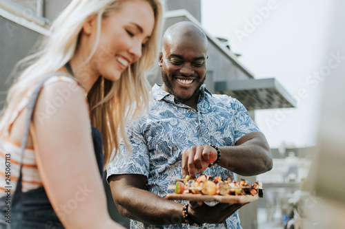Papiers peints Grill, Barbecue Happy couple preparing barbeque skewers