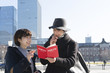 Leinwandbild Motiv カップル 東京観光 イメージ 東京駅