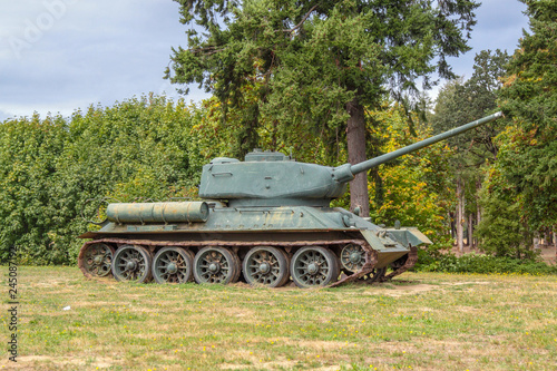 Photo  McMinville, Oregon \ USA - September 15 2013: T-34-85 Soviet tank on a field