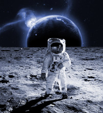 Astronaut Walk On The Moon Wea...