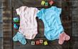 canvas print picture - Babystrampler in rosa und blau
