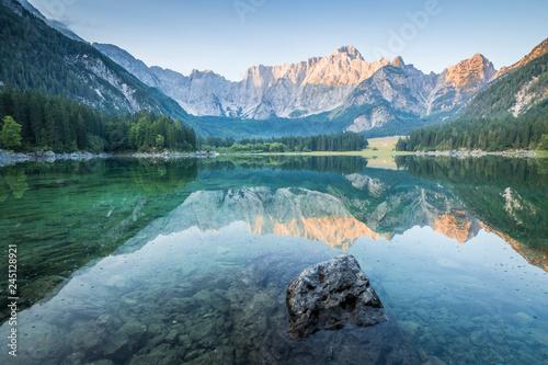 Foto auf AluDibond Blau türkis Superior Fusine Lake with Mount Mangart on the background. Fusine Lakes Natural Park, Tarvisio, Udine province, Friuli Venezia Giulia, Italy.