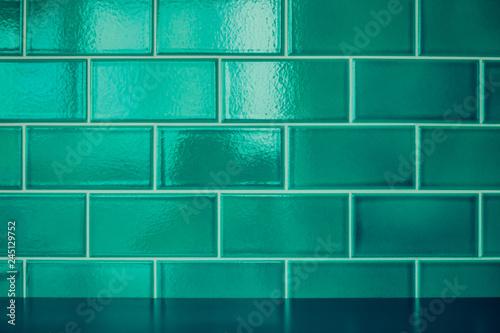 Fotografía  Green ceramic tiles wall background and texture.