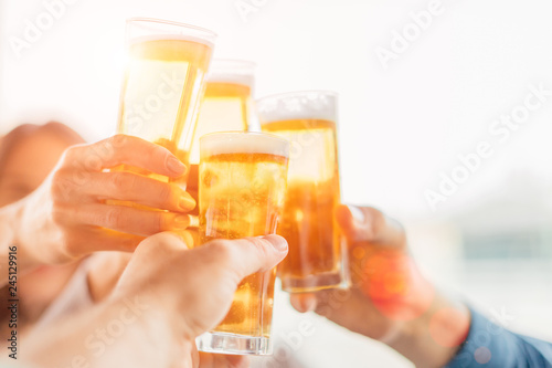 Obraz na plátně Group of happy friends drinking beer outdoors together - concept of friendship a