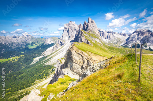 Photo  Elevated view, from the top of Seceda mountain, of the Odle Mountains, Puez Odle