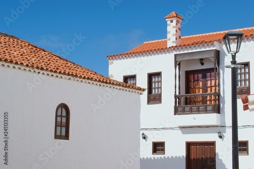Fotografía  Beautiful colorful typical spanish  colonial architecture, Tenerife, Canary Isla