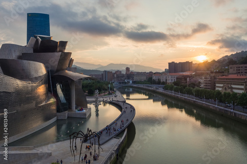 Obraz na plátně  Bilbao, Spain - July  08, 2018- sunset view of modern and contemporary art Gugge