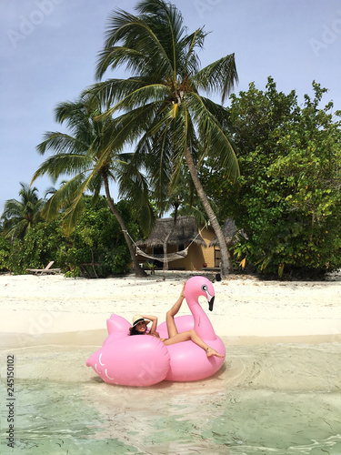 Sexy woman on tropical beach. Fototapet