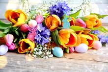 Ostern - Blumenstrauß Mit Ostereiern Bunt