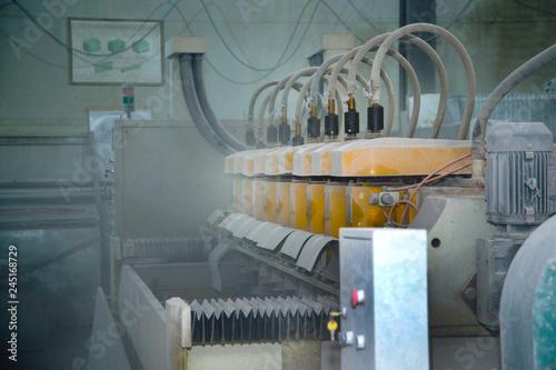 Fotografía Big old machine in the shop