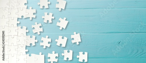 Obraz White puzzle pieces on blue background - fototapety do salonu